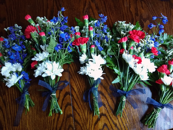 [PIC] Bouquets Of Flowers For Essential Workers From BOCES Plant Sciences Program